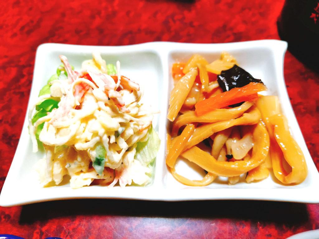 メンマときくらげの炒め物とマカロニサラダ